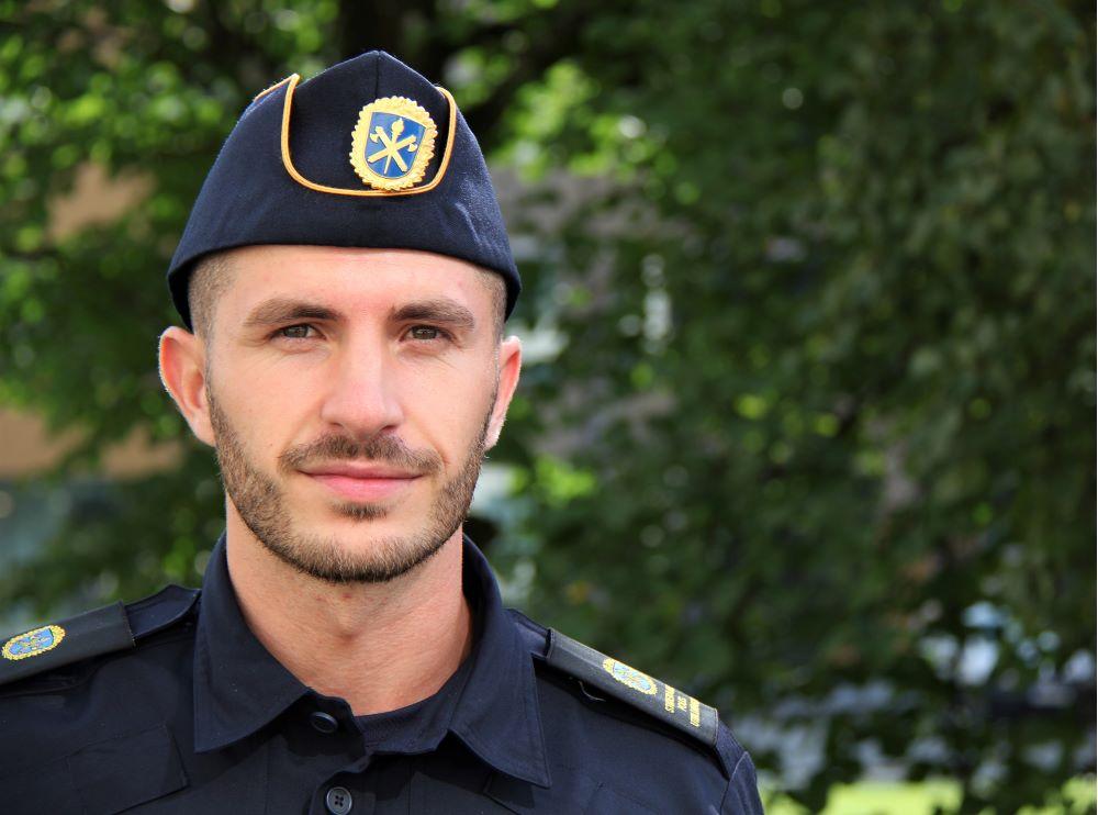 Alen går andra terminen på polisutbildningen i Borås.