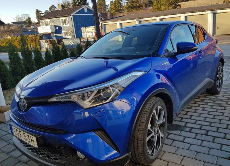 Blå metallic Toyota C-HR 1.8 Hybrid stulen i Skälby, Järfälla nordost om Stockholm