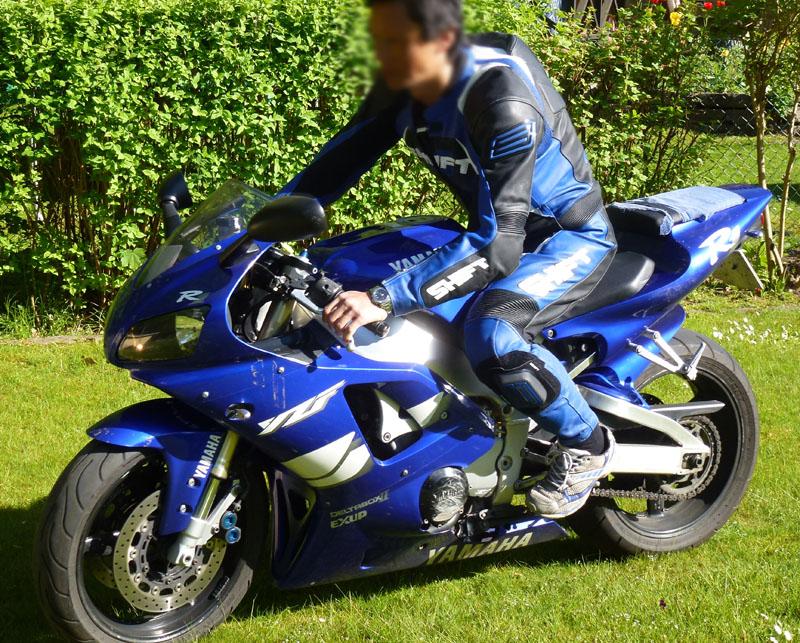 Blå och vit Yamaha R1 stulen i Lund