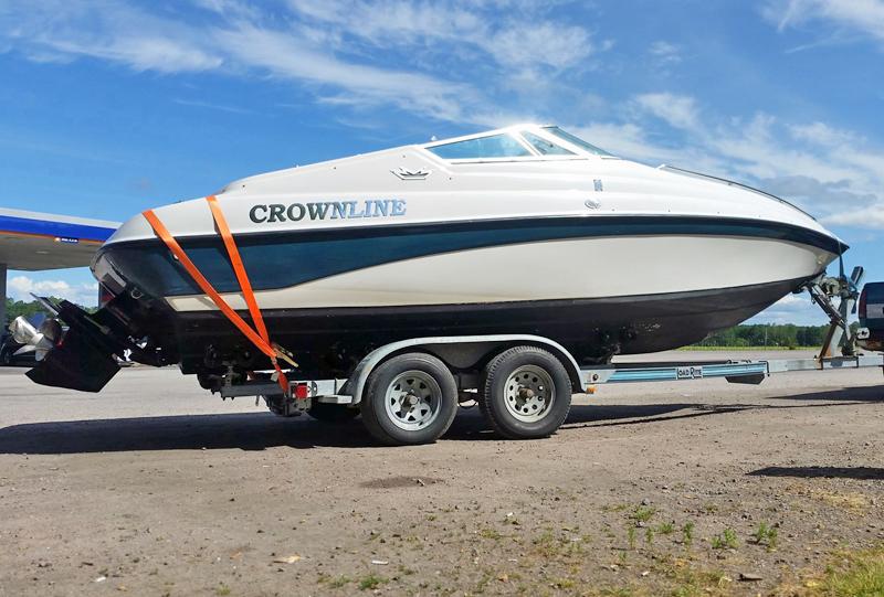 Crownline på trailer stulen i Lerum i Västra Götaland