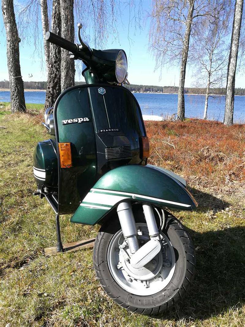Grön Piaggio Vespa PX 200 E stulen i Karlstad