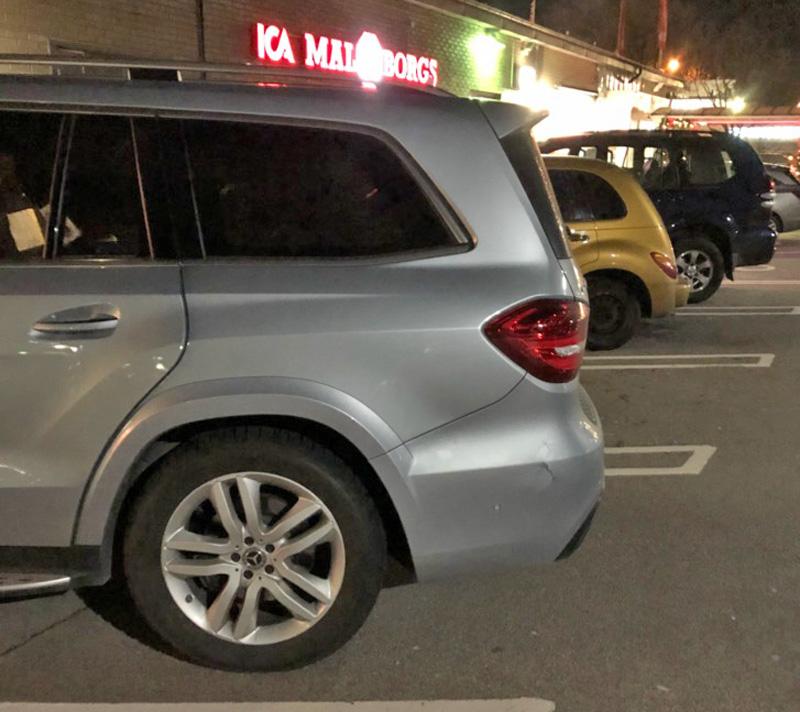 Silvermetallic Mercedes Benz GLS 500 4MATIC med AMG pkt stulen i Limhamn, Malmö