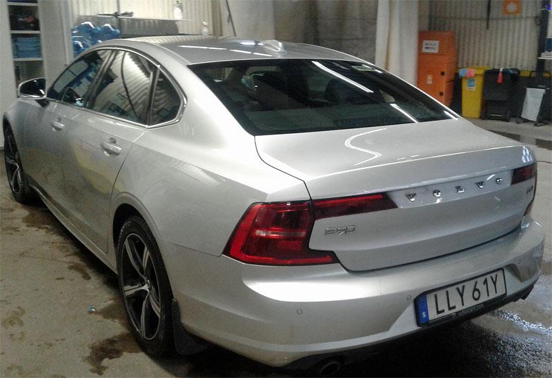 Silvermetallic Volvo S90 D4 hyrd på Arlanda, ej återlämnad