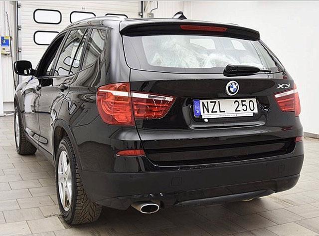 Svart BMW X3 Xdrive 20D stulen efter inbrott i villa i Viksjö, Järfälla nordväst om Stockholm