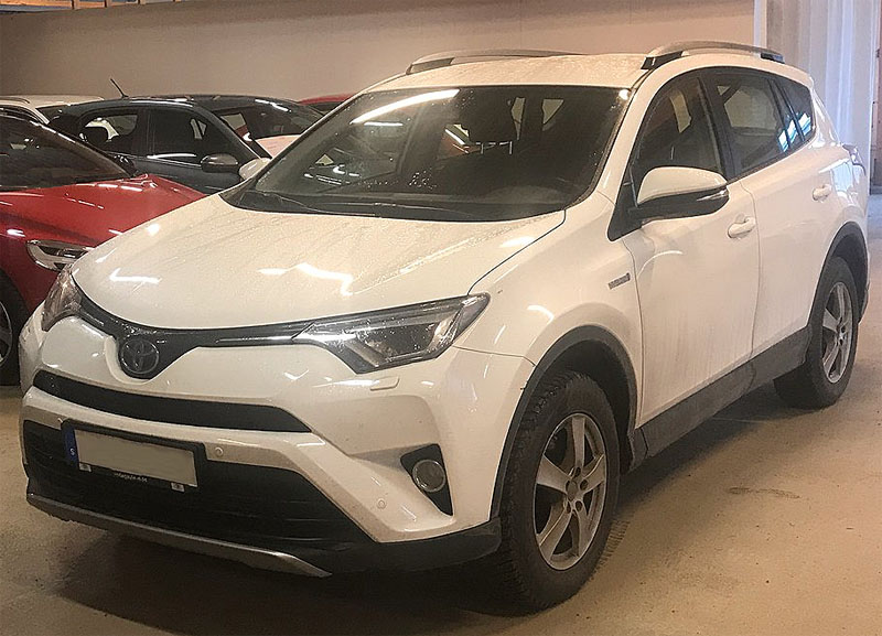 Vit Toyota RAV4 2.5 Hybrid AWD stulen i Flysta, Spånga väster om Stockholm