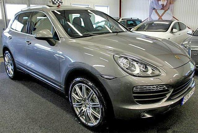 Grå metallic Porsche Cayenne S stulen i Knivsta mellan Stockholm och Uppsala