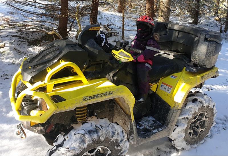 Gul fyrhjuling Can Am Outlander 650 XMR stulen i Örsundsbro