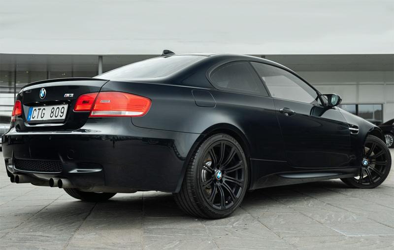 Svart BMW M3 Coupé E90 stulen utanför Vadstena