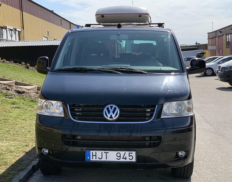 Svart Volkswagen Multivan Highline 2.5 TDI stulen i Vellinge söder om Malmö