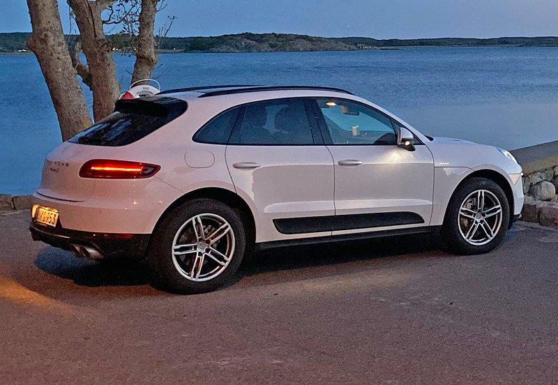 Vit Porsche Macan S Diesel stulen på Särö väster om Kungsbacka