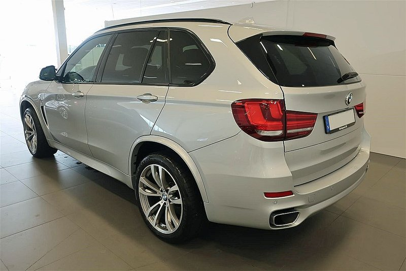 Silvermetallic BMW X5 Xdrive 40D stulen i Spånga nordväst om Stockholm