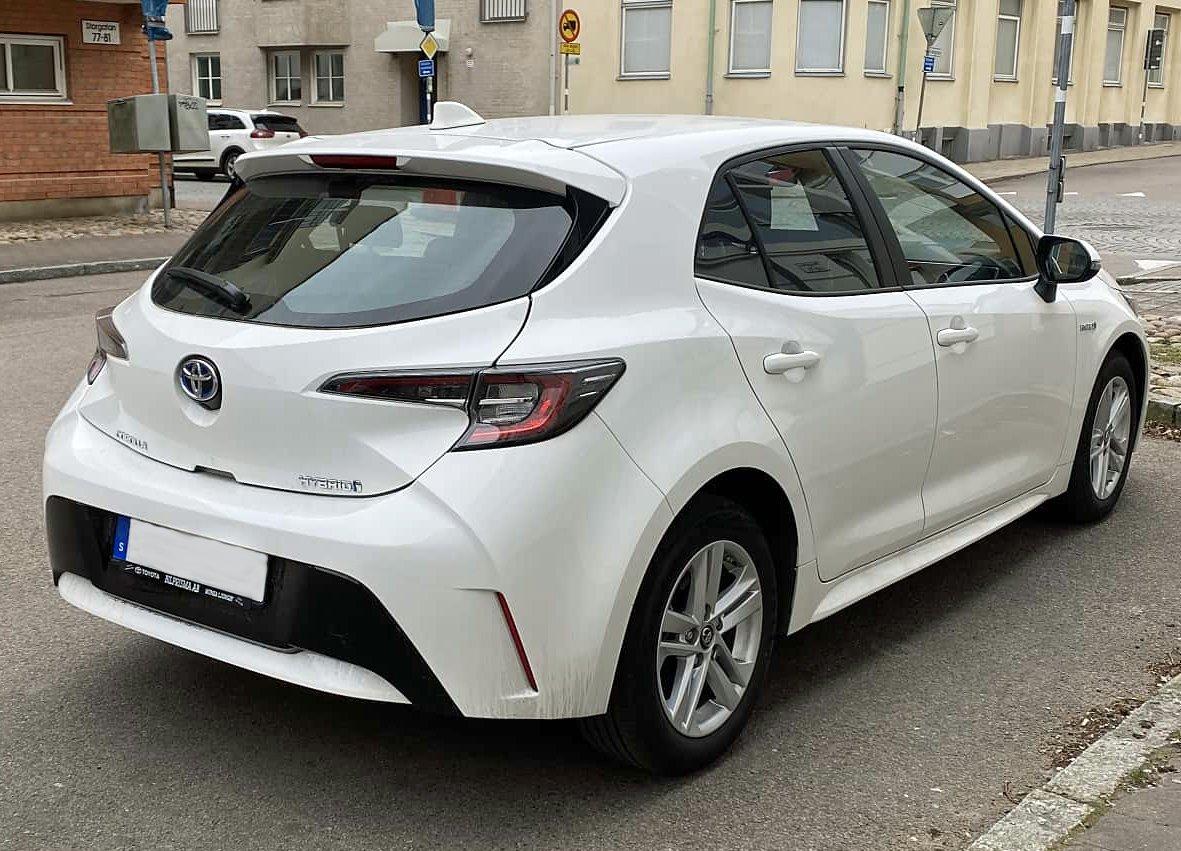 Vit Toyota Corolla Hybrid stulen på söder i Stockholm