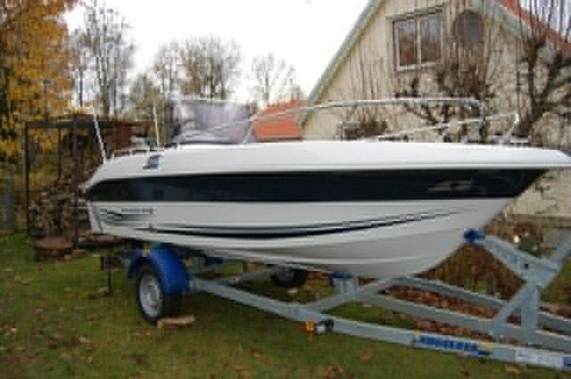 Galeon 475 med 50 hk Evinrude stulen på trailer i Hällekis mellan Lidköping och Mariestad