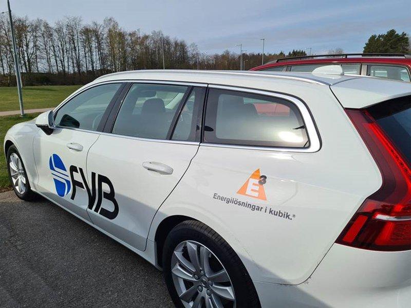 Tre vita Volvo V60 stulna i Kista norr om Stockholm