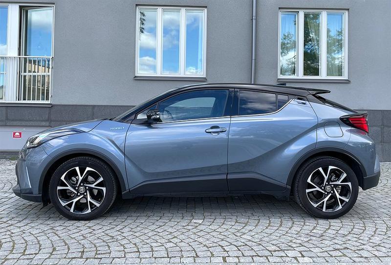 Gråmetallic Toyota CH-R stulen i Solna utanför Stockholm
