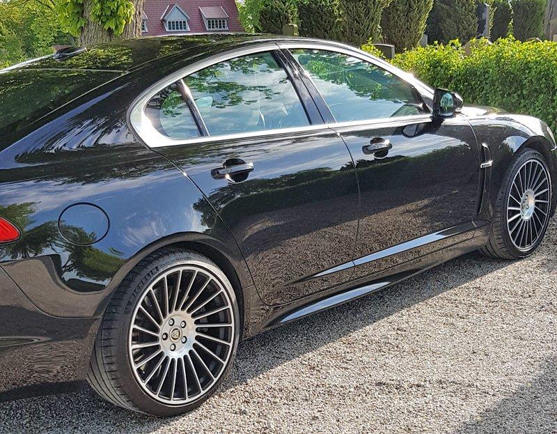 Svart Jaguar XFR stulen i Malmö