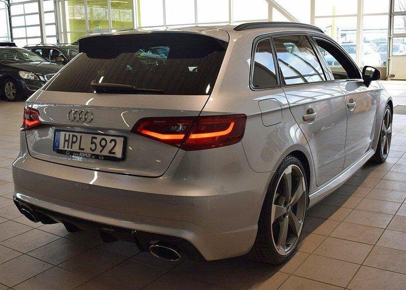 Grå metallic Audi RS3 Sportback Quattro stulen i Upplands Väsby norr om Stockholm