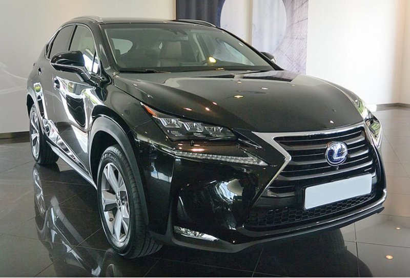 Svart Lexus NX 300H Executive stulen i Lund