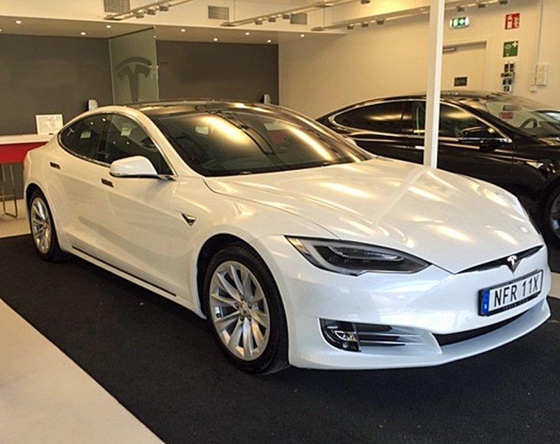 Vit Tesla Modell S stulen i Hittarp norr om Helsingborg