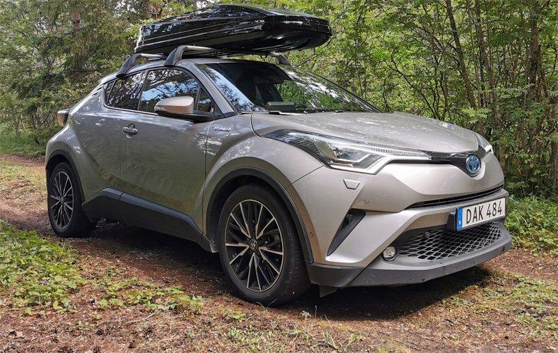 Mörkgrå Toyota C-HR stulen i Edsberg Sollentuna norr om Stockholm