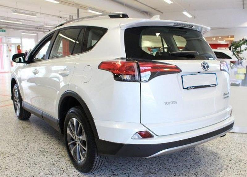 Vit Toyota RAV4 Hybrid 2.5 AWD stulen i Häggvik, Sollentuna norr om Stockholm