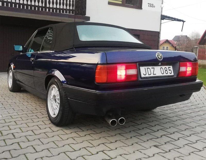 Blåmetallic BMW 320I Cabriolet E30 stulen i Västerhaninge söder om Stockholm