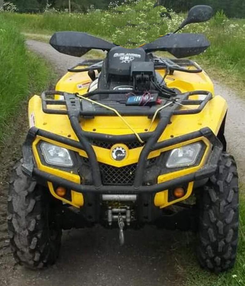 Gul fyrhjuling Can Am Outlander 650 XT stulen norr om Mellerud
