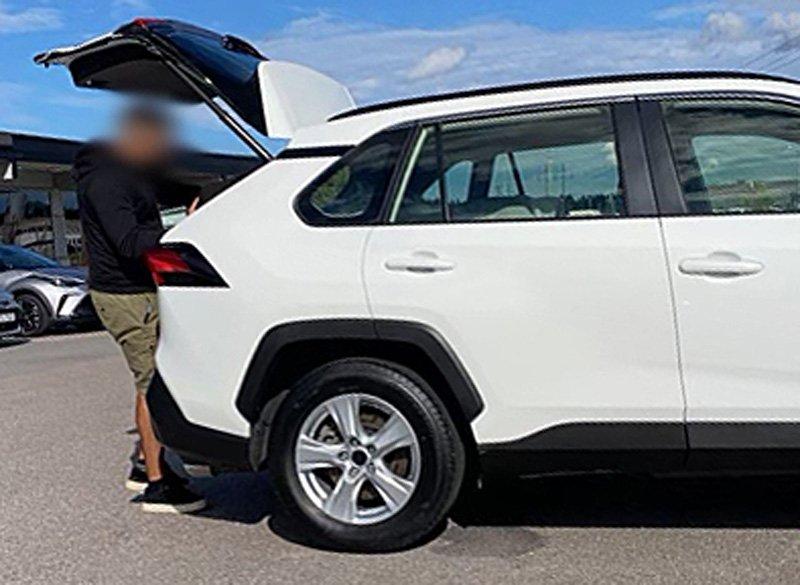 Vit Toyota RAV4 Hybrid AWD stulen i Kista norr om Stockholm