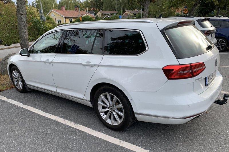 Vit Volkswagen Passat Variant stulen i Järfälla-Jakobsberg utanför Stockholm