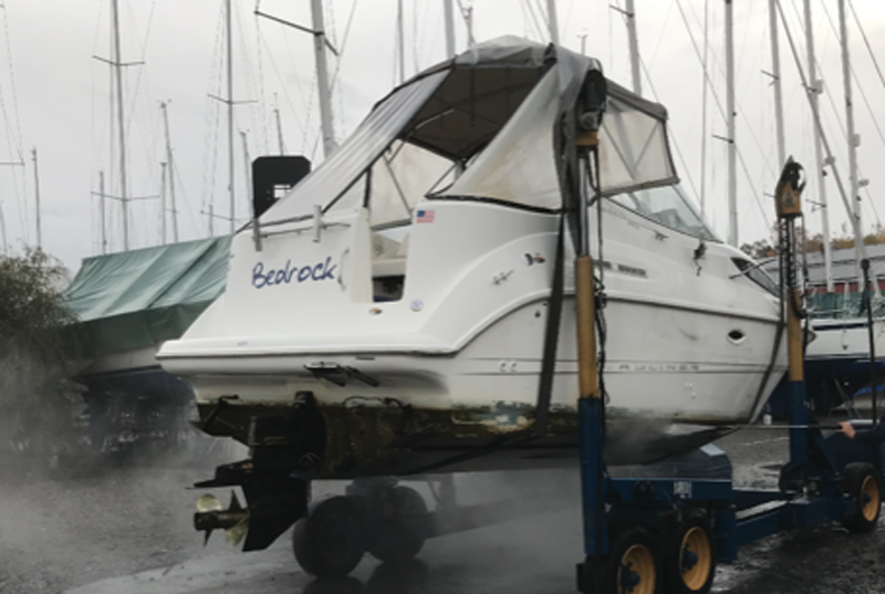 Bayliner 2655 Sierra Sunbridge stulen i Botkyrka, Stockholm