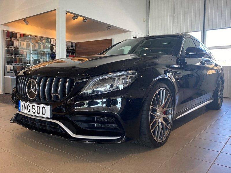Svart Mercedes Benz C63 AMG S Touring stulen efter inbrott i Norrtälje